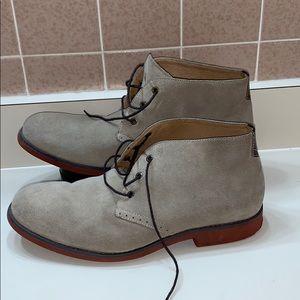Johnston & Murphy Suede Chukka Boots